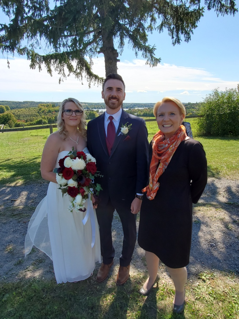 elopement-photographer-cake-baker-wedding-covid-mini-micro-wedding-backyard-ceremony-officiant-planner-coodinator-bowmanville-oshawa-cobourg-peterborough